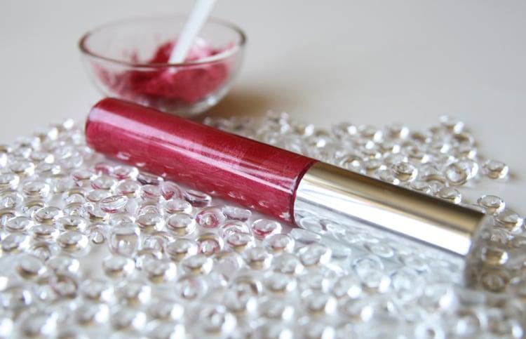 https://www.milnica.si/blog/recept-poletni-lip-gloss/