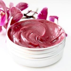 Negovalno aloe maslo s hibiskusom