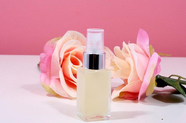 https://www.milnica.si/blog/naredi-si-naravni-parfum-cvetlicna-nota/